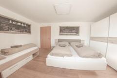 Schlafzimmer 3 Ambiento Tirol Apartment Ferienwohnung Kirchbichl